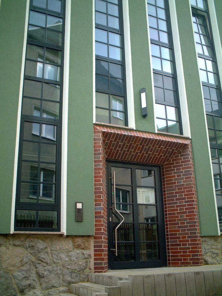Aluminiumhaustür der Marke Schüco von Ottis Fenster und Türen