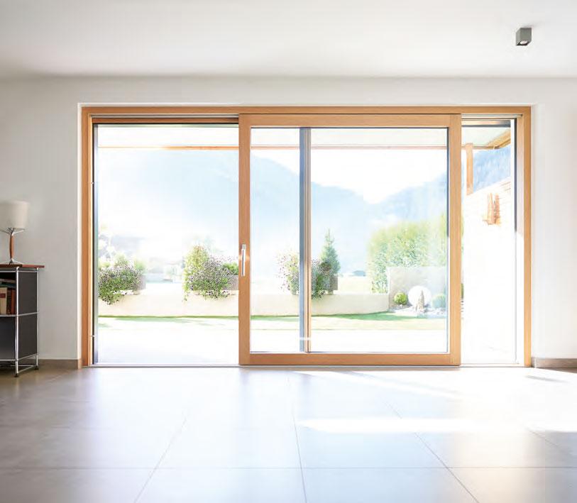 Schiebe-Terrassentür aus Holz Fenster mit Insektenschutz im Home Office von Ottis Türen und Fenster