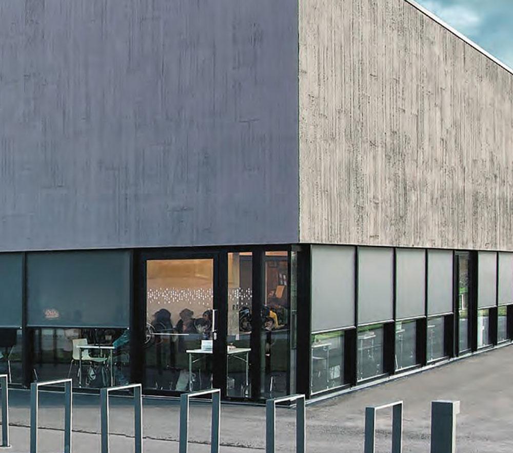 Fensterreihe mit Rollos von Ottis Fenster und Türen