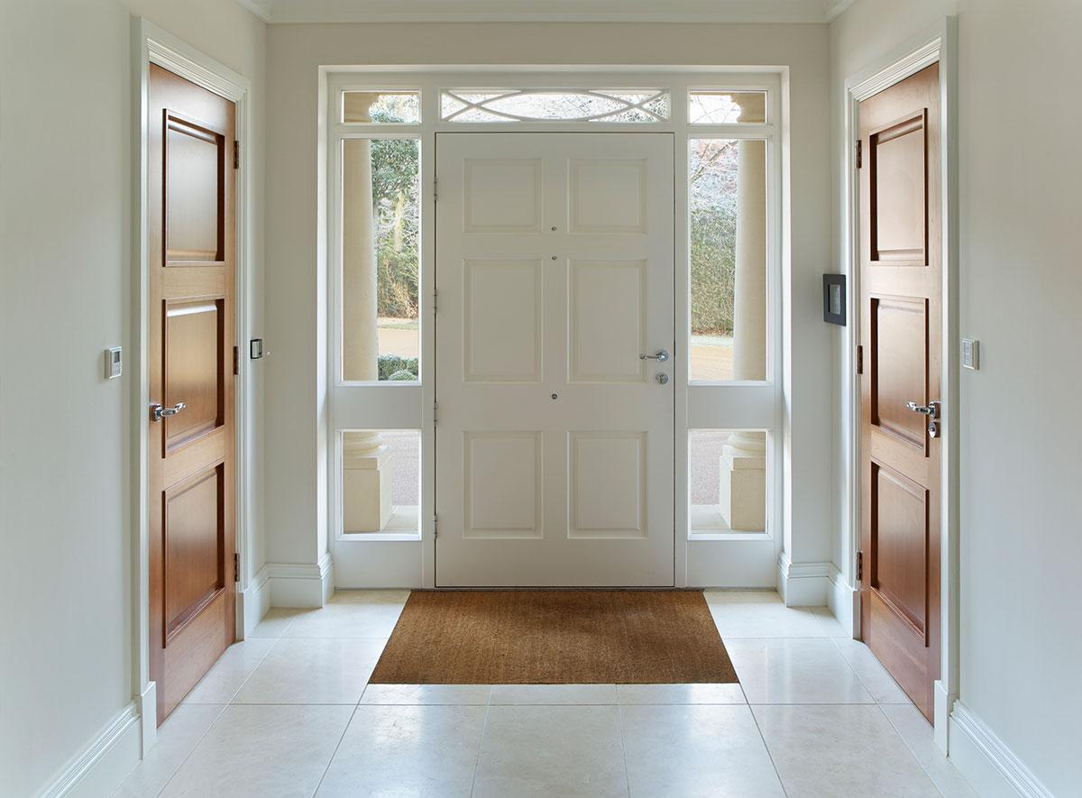 Holzhaustür in weiß von Ottis Türen und Fenster