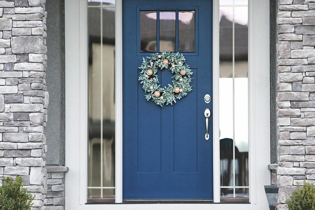 Haustür aus Holz in blau von Ottis Türen und Fenster