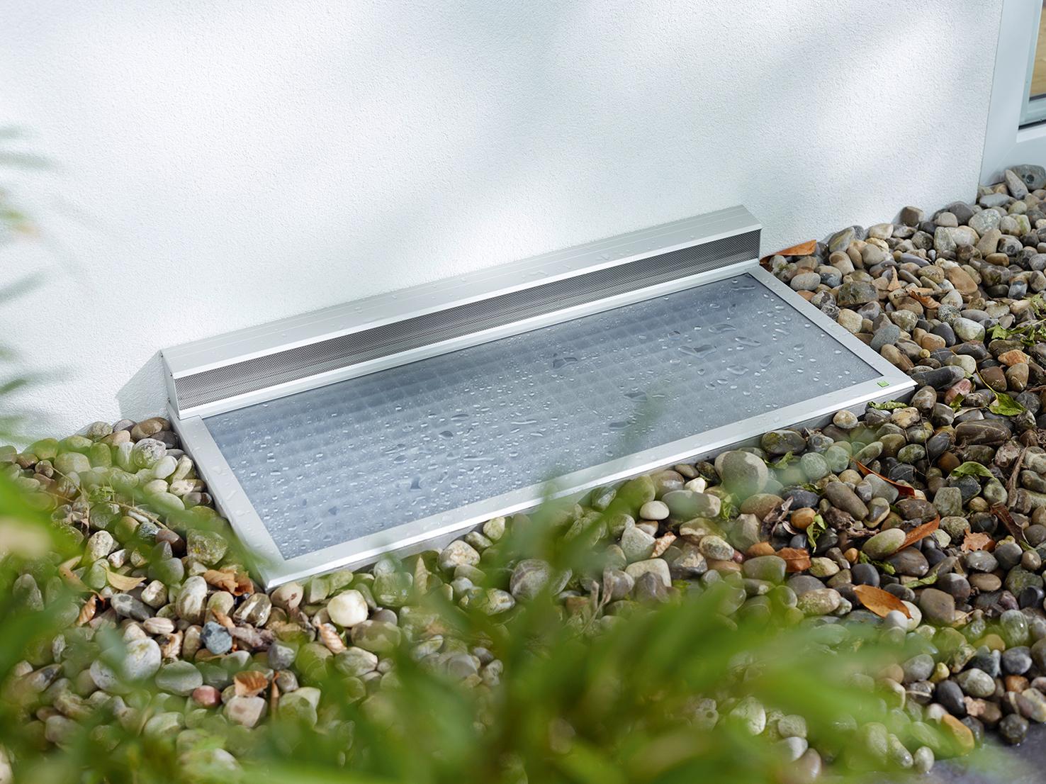 Insektenschutz -Lichtschacht außerhalb Fenster mit Insektenschutz von Ottis Türen und Fenster