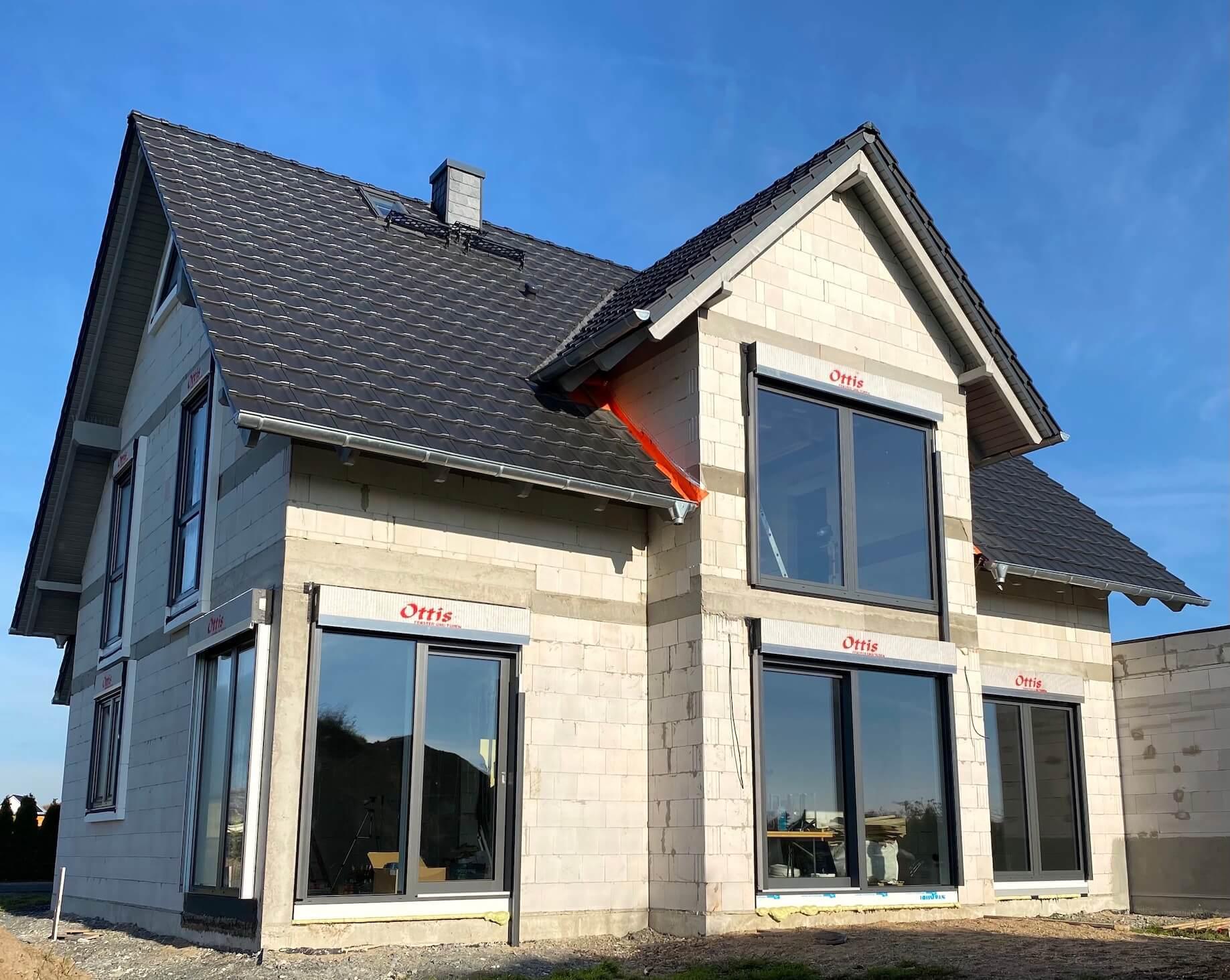 Moderne Kunststofffenster an einem Neubau in Leipzig, Bad Düben, Dresden von Ottis Fenster und Türen