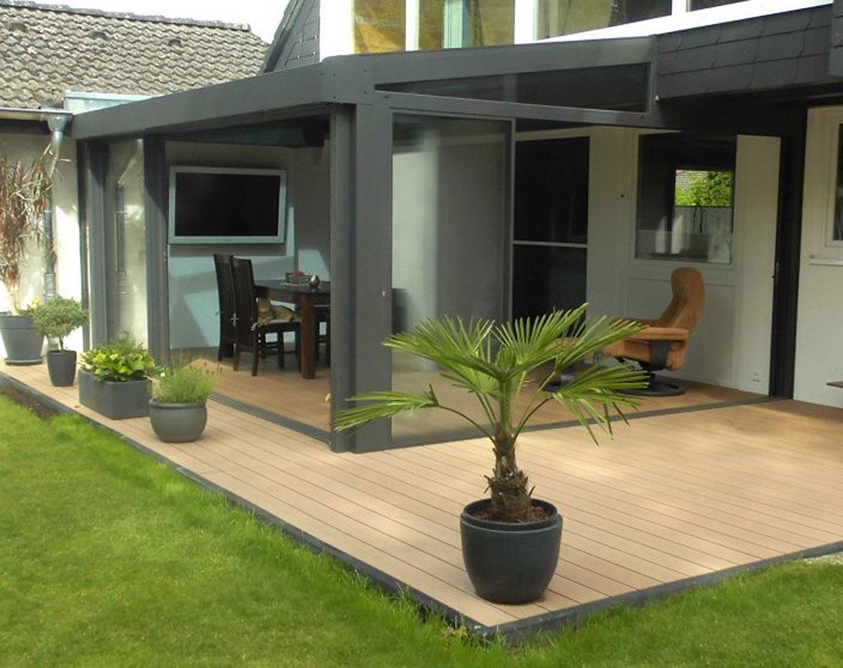 Sommergarten der Marke WiPro mit gerahmter Schiebeanlage von Ottis Fenster und Türen